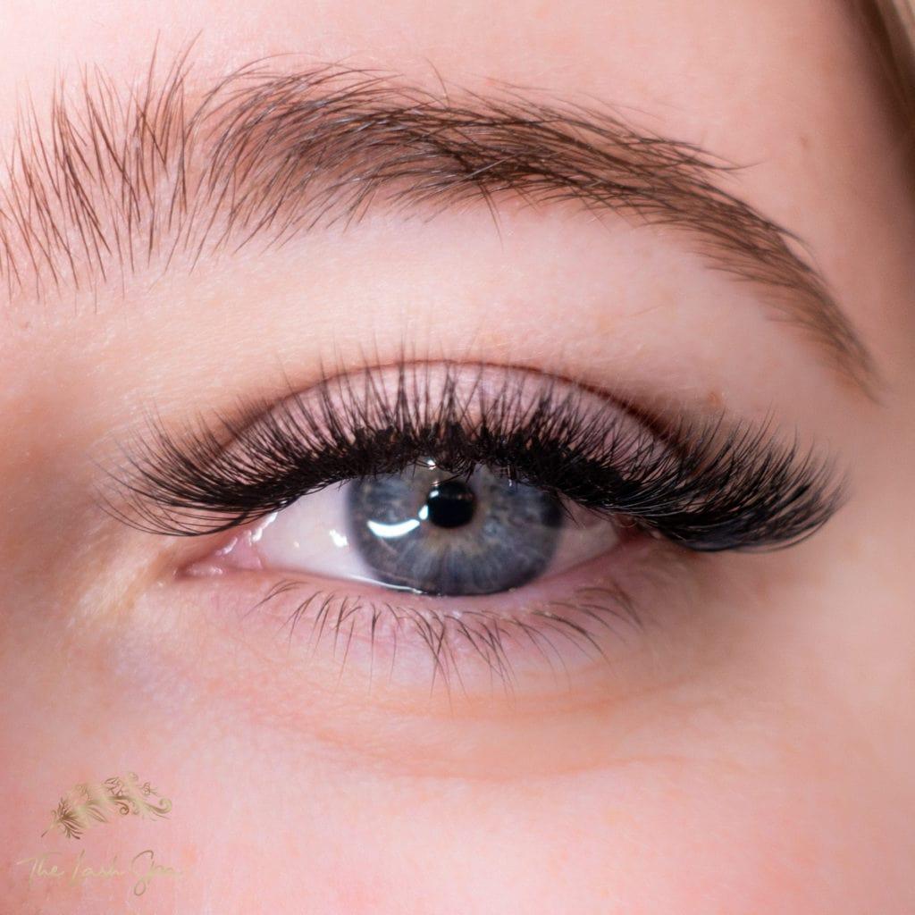 Eyelash extensions in Mermaid