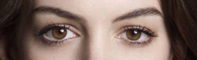 Downturned eyes lash style